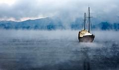 Barco en el Lago Llanquihue - 2- Puerto Varas (Andres Amengual) Tags: chile trip travel lake fog nikon puertovaras amengual flickraward nikond700 chileenunapostal