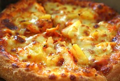 i love pizza (stardex) Tags: food chicken bread yummy dominos pizza delicious pineapple bake 81 dominospizza dominopizza