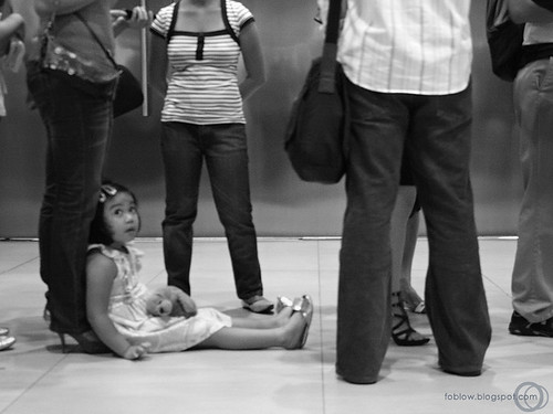 Little girl on queue