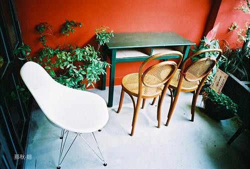 Darling Cafe 秦大琳店內 (唉那張白椅子怎麼那麼像嚕嚕米的河馬啊?)
