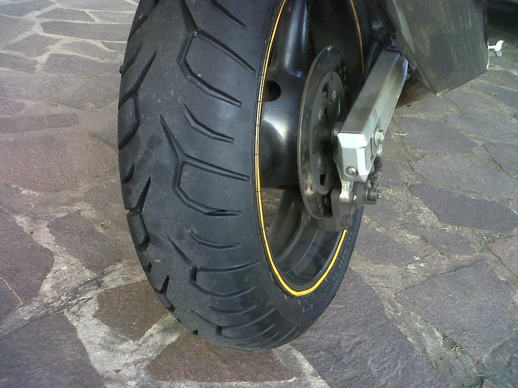 My new tire !!!!!! :-) on my sv. Pirelli diablo strada