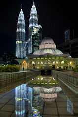 Landscape - KLCC Mosque (Sutheshnathan) Tags: city beautiful beauty glitter night landscape towers twin landmark mosque greatshot twintowers kuala kualalumpur awe soe mala hdr klcc magnificent lumpur tallest d300 sutheshnathan
