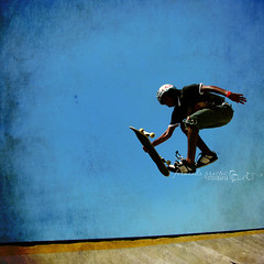 walking in the air (f. prestes) Tags: blue boy sky texture textura sport flying jumping skateboarding air cu cielo skate skateboard radical shape pulo esporte sk8 intheair tpc voando volando pulando noar walkingintheair zaul onashape andandonoar tpcu3 tpcu3l2