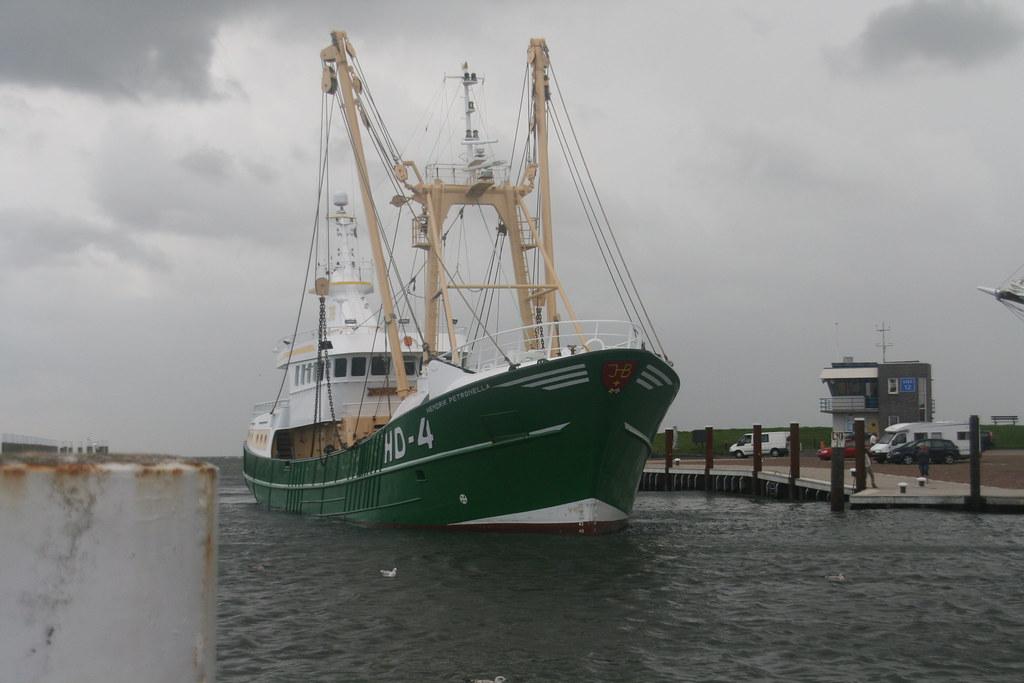 Boot komt de haven binnen
