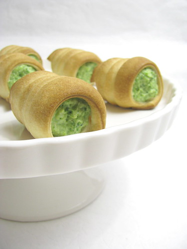 Cannoli con broccoli e pinoli