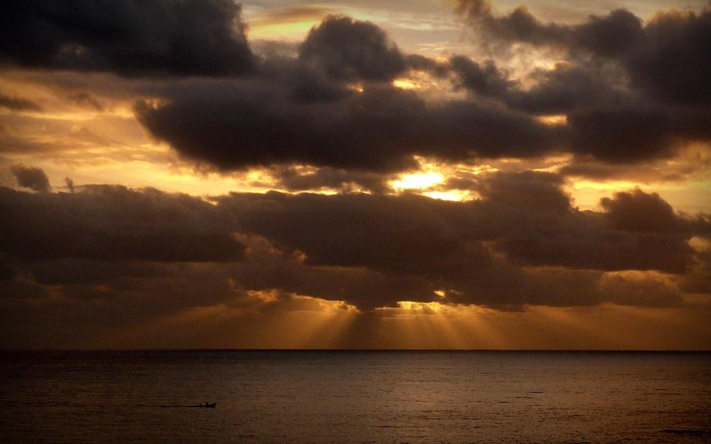 Sun of Stª. Cruz (1) (by filipe franco)