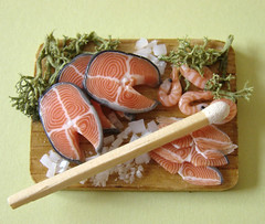 Miniature Salmon Prep Board (PetitPlat - Stephanie Kilgast) Tags: fish miniatures handmade salmon polymerclay fimo dollhouse dollshouse saumon miniaturefood oneinchscale petitplat preparationboard