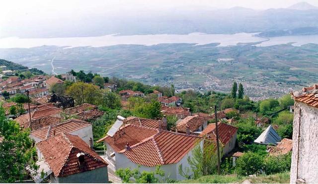 Δυτική Μακεδονία - Κοζάνη - Δήμος Σερβίων Τα Σέρβια, ο Αλιάκμονας και η γέφυρα Σερβίων όπως φαίνονται από τον οικισμό Καστανιάς Σερβίων