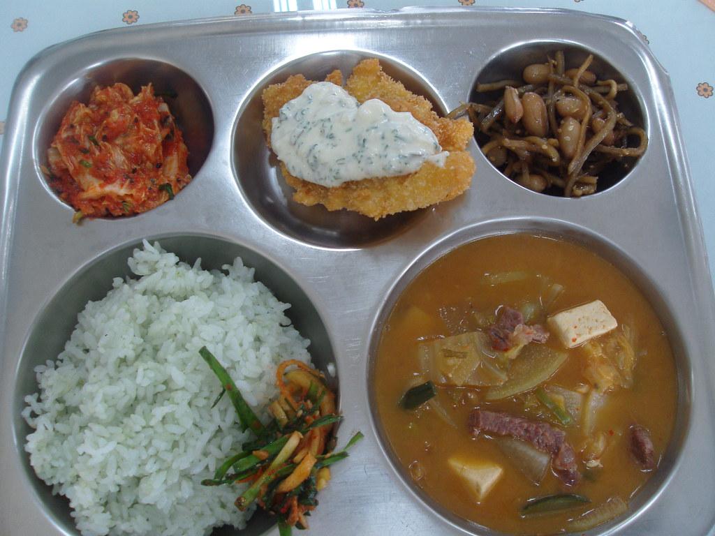 Korean School Lunch - elementary school lunch in Korea -- March 6, 2009