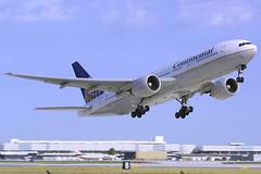 Continental Airlines Boeing 777-224/ER N78009 (Flightline Aviation Media) Tags: airplane airport aircraft aviation jet houston continental boeing airlines 777 iah canond30 stockphoto kiah 777200 georgebushintercontinental 777224er n78009 bruceleibowitz