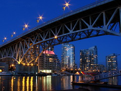 [フリー画像] [人工風景] [建造物/建築物] [橋の風景] [夜景] [ビルディング] [カナダ風景]     [フリー素材]