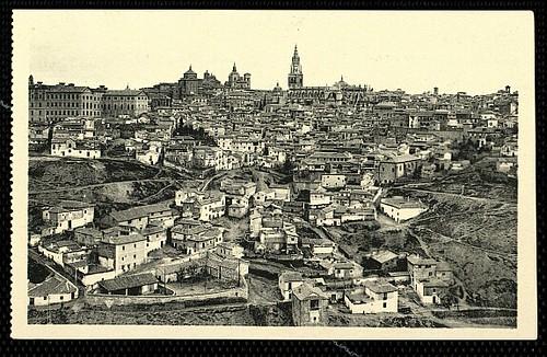 Catedral de Toledo aún con el Cimborrio antes de ser demolido en 1910. Foto Castiñeira y Álvarez