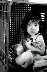 Hinata (Lucille Kanzawa) Tags: brazil girl brasil box caixa menina hinata mirandpolis lucillekanzawa comunidadeyuba yubacomunity