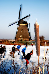 IJsplezier (wimsingel) Tags: nikon kinderdijk ijs molens d80 ijsplezier
