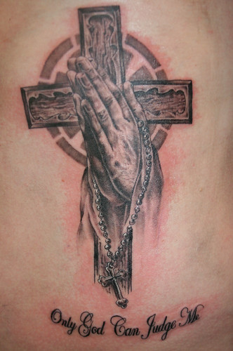 praying hands with rosary flash tattoo by Mirek vel Stotker