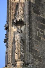 Statue de l'Abbaye Saint-Jean (Sbastien FERRAND) Tags: france statue architecture canon histoire pierres eglise gargouille ferrand picardie patrimoine abbaye soissons 70200f4l aisne 40d sebastienferrand sbastienferrand