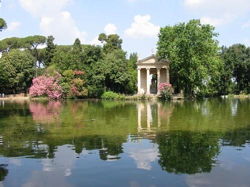 griekse tempel in tuin van Villa Borghese