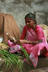 Lilli Piaz Walli (Meanest Indian) Tags: poverty people india women vegetable slum gujarat ahmedabad springonion wallah