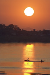 SUNSET ON THE MEKONG (fabiogis50) Tags: sunset canon river boat perception fisherman chapeau portfolio bec laos mekong themagichour topquality thegoldengallery top20sunrisesunsets wonderfulphotos creativephoto top20colorpix laclassenonacqua gigashot mywinner skycloudssun flickrbest iltramonto artandphotography excellentphotographerawards freenature empyreanland overtheexcellence goldsealofquality betterthangood theperfectphotographer goldstaraward deepcolorsofnature thirdlife multimegashot absolutelystunningscapes thegoldproject damniwishidtakenthat magicdonkeysbest thebestvisions novavitanewlife absolutegoldenmasterpiece imagesforthelittleprince worldclassnaturephoto artfortheart thenewselectbest ahqshots amateurkidsinthetown pscontestsilhouette