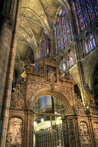 Interior de la Catedral - Catedral de León HDR