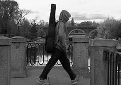 A buen ritmo/With a good rithm (Joe Lomas) Tags: street leica urban candid reality streetphoto urbano urbanphoto realidad callejero robados realphoto fotourbana fotoenlacalle fotoreal photostakenwithaleica leicaphoto
