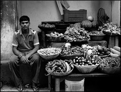Marchand de lgume, Varanasi India (mafate69) Tags: street city portrait blackandwhite bw india man town asia noiretblanc vegetable nb varanasi asie rue kashi ville homme inde dealer lgume benares benaras uttarpradesh marchant earthasia mafate69 vegetabledealer marchantdelgumes