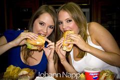 Twins for Lunch / Morochas Almorzando (johannphoto) Tags: woman girl canon studio lunch office mujer twins chica venezuela estudio oficina caracas alexandra session braun johann karina almuerzo napp morochas 40d johannphoto