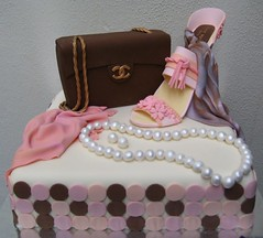 i [heart] fashion (Artisan Cakes by e.t.) Tags: cake fashionista chanel et lv louisvuitton fondant artisancakes