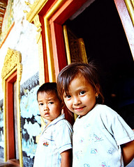 laos kids (Monpeera) Tags: kids temple culture monk tradition laos smilling laungprabang laoskids laosgirl