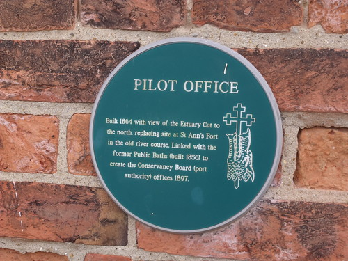 Pilot Office, Ferry Street, King's Lynn - Green Plaque