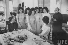7-1962 Mrs. Dinh Nhu Ngo, Vietnams's First Lady, talking with women who finished para-military training par VIETNAM History in Pictures (1962-1963)