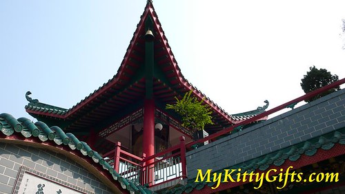 Hello Kitty's View of Pagoda Roof in Hong Kong Orchid Trip
