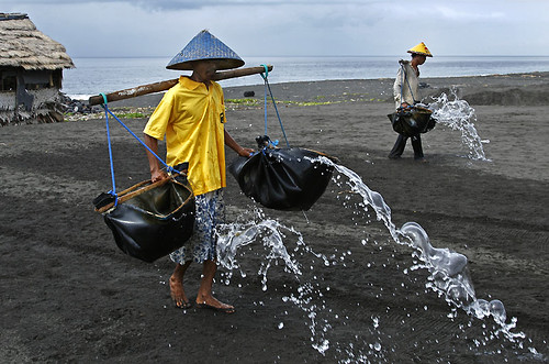 _MG_0701-w Salt Farming - Pouring the sea water on the sand