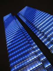 Bruxelles (Nitekite) Tags: city blue holiday black canon buildings nightshot architektur brssel blackandblue colorphotoaward vogonpoetry nitekite