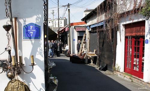 Le marché de Vernaison est composé dallées, uniquement pour les piétons