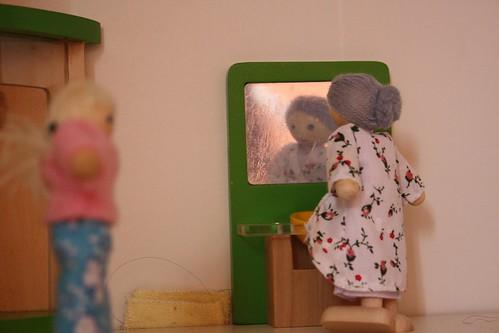 a avoa e a neta no baño