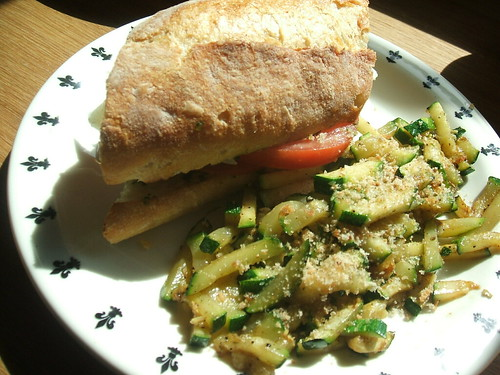 Pesto sandwich and zucchini
