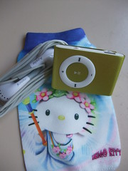 2GB mini clip MP3 player w/ Hello Kitty bag