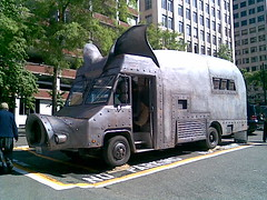Pig Bus at 2nd & Pike (evil robot 6) Tags: seattle pig bbq phonepost explored pigtruck