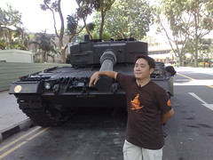 mrbrown at NDP 2009: fondling a Leopard tank
