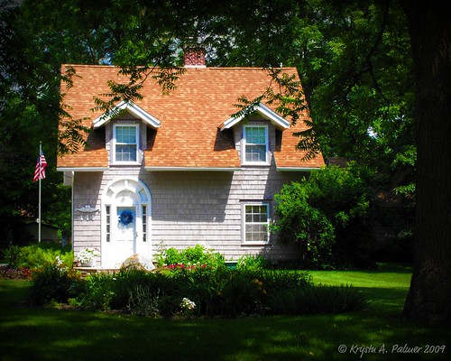 Quaint Cottage by GettysGirl on Flickr