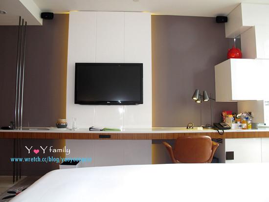 IMG_8094 w-hotel room