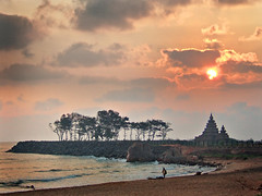 Good Morning Mamallapuram, Tamilnadu (P.C.P) Tags: red sun beach temple shore mamallapuram sunraise pcp pcpsk59