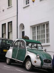 Cat-on-the-car (Jung eun Park) Tags: london car cat citroen 2cv hampstead