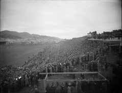 Crowd watching a rugby match at Athletic Park, Wellington, ca 1930
