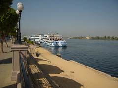 Luxor - boats in the Nile (effeietsanders) Tags: river boat nile luxor