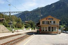 Stazione di Tiefencastel (Effimera59 - Donadelli Daniele) Tags: tren suisse swiss rail trains svizzera bahn stazione trens daniele rautatientori comboios treinen ferrocarril ferrovia züge treni rhb ferrovie tåg junia tiefencastel järnväg ferroviarios passageiros ferroviário retiche vlaky vonatok donadelli vasúti vilcieni effimera59 trenat hekurudhor togene dunadel