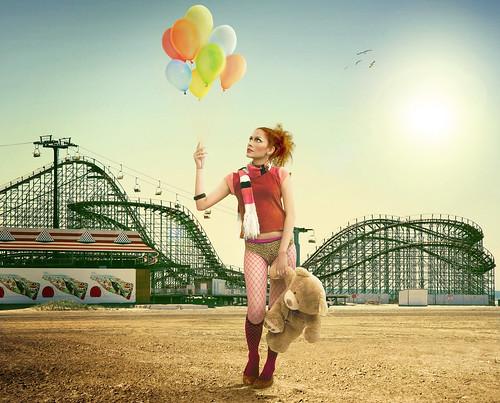 フリー画像| 人物写真| 女性ポートレイト| 白人女性| 遊園地| 下着|      フリー素材|