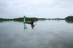 Life in Kerala : Fishing (AgniMax) Tags: sea people india horizontal standing outdoors photography fisherman holding day fulllength kerala transportation fishingboat cochin traditionalculture routine lifestyles fishingnet traditionalclothing fishingindustry twopersons lowangleview twofishermen poetickerala