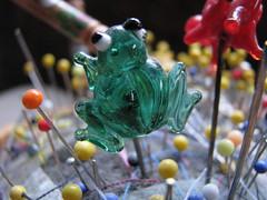 lace divider pin, frog